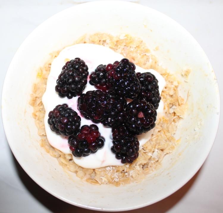 Con zarzamora y yogur griego
